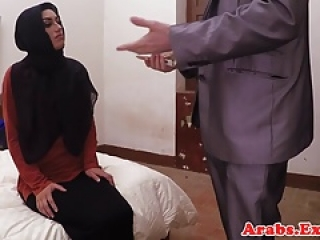 آماتور حجاب عربی قبل از cockriding را spanked