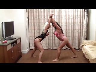 Muscle Babes cat fight