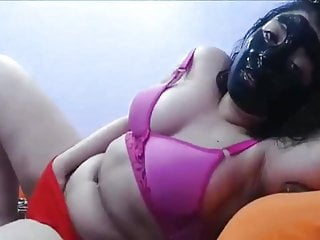 A tempting show of a Saudi girl caught with mask on face and