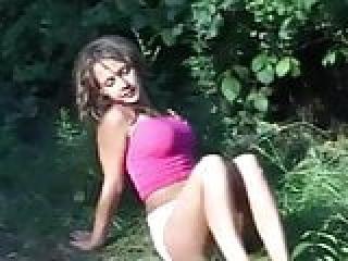 برهنه ورزش ها در جنگل