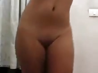 Jovencita hermosa desnudandose