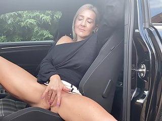 Hannah Fowlston masturbates in public