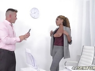 Luna Corazon takes cocks up to her holes