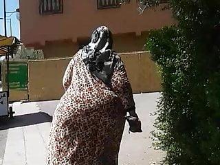 Big booty arab walking street
