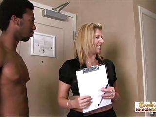 سارا بدهید آپارتمان می شود توسط دو میخ سیاه و سفید نابود