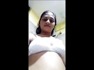 Mallu frnd نشان دادن بدن برهنه برای من