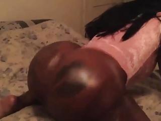 Nubian Goddess shaking her juicy ass