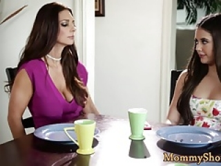 Bigass stepdaughter orally pleasured by milf