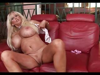 Hot Granny Tia Gunn