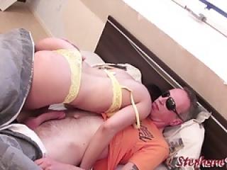 Louna Avril beurette enculee par son mari