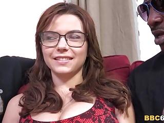 مقعد فاحشه مارینا ویسکونتی می شود توسط سیاه را cocks DPD