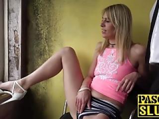 بیب ورزش ها Jentina کوچک قرار می دهد اسباب بازی های جنسی در بیدمشک و الاغ او