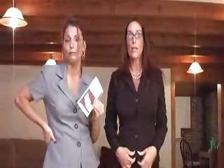 TWO HOT NEIGHBORS   DEUX VOISINES BIEN CHAUDES
