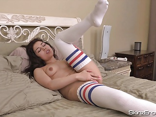 19 year old Canadian Teen Rosie Cooper Masturbates