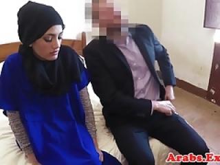 زیبایی مسلمان آماتور برای جنس پرداخت بر روی دوربین