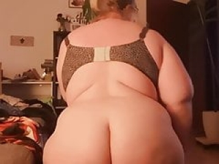 Bbw PAWG ON HER KNEES