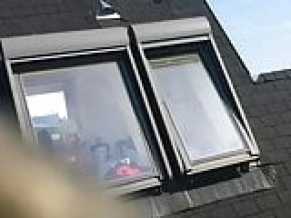 پنجره جاسوسی قدیمی بیدمشک بالغ در حمام 16