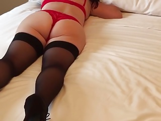 Amiga deliciosa lingerie vermelha deitada bundao