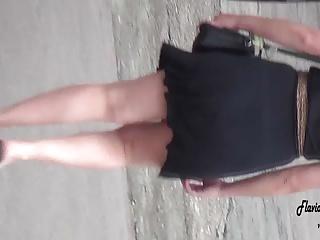 vestidinho preto ao vento